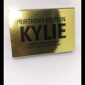 KYLIE Birthday Edition Mini Mattes Kit